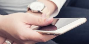 How to add a logo to your email signature in iPhone